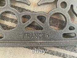 LE CREUSET FLINT/OYSTER OVAL TRIVET CAST IRON NEWithORIGINAL BOX