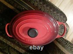 Le Creuset 5-Qt. Signature Enameled Cast Iron oval Dutch Oven