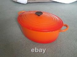 Le Creuset oval dutch oven 9.5 qt in Flame color gently used